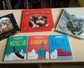 Nowości ksiażkowe na bibliotecznych półkach